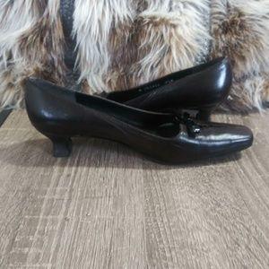 Stuart Weitzman Leather Kitten Heels-EUC